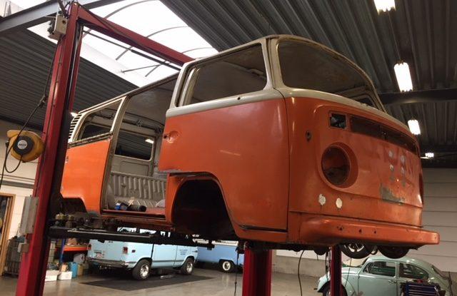 Suite 4 du projet carrosserie d'un combi de 1974 US
